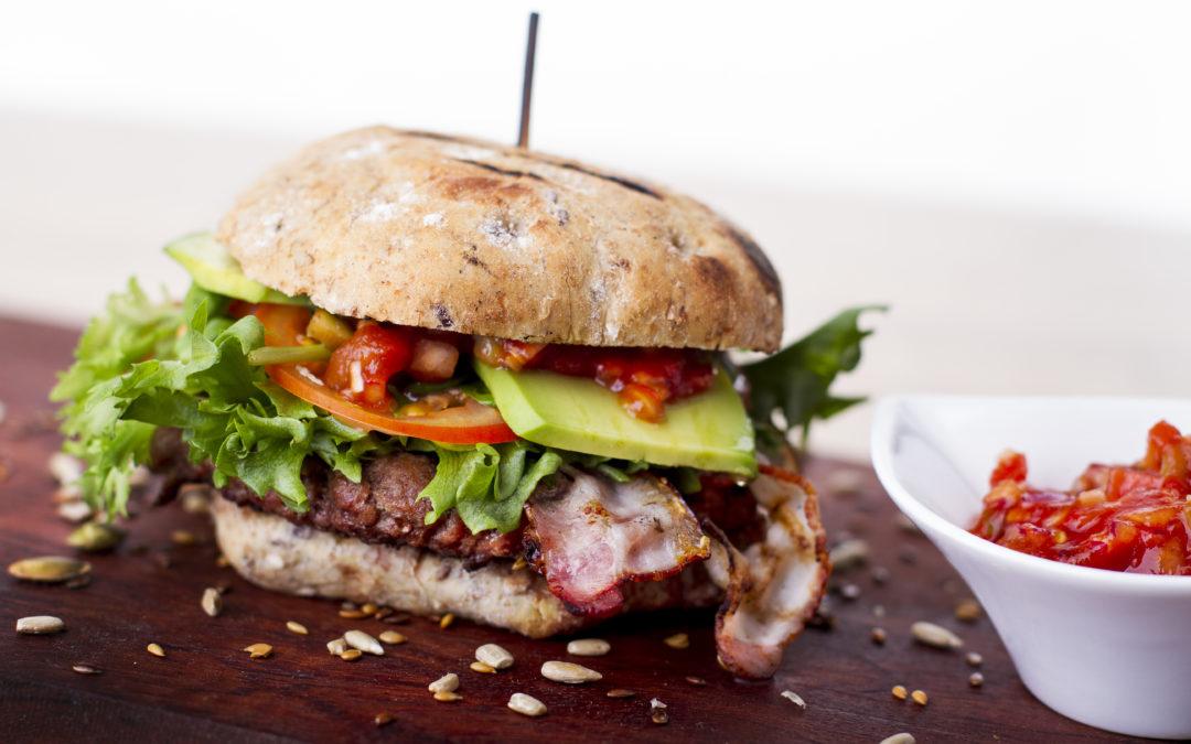 Burger täisterakukli ja avokaadoga